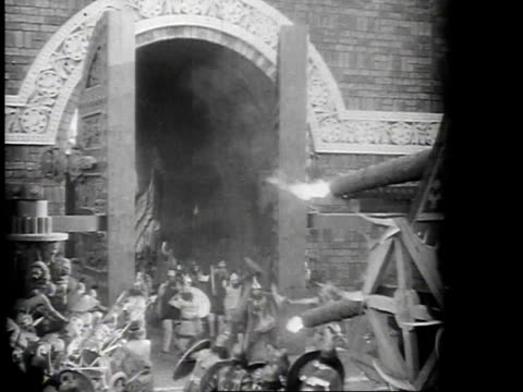 vídeos de stock, filmes e b-roll de 1923 reenactment ancient babylonian battle scene - 1923