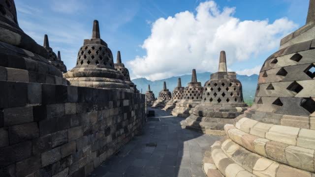vídeos y material grabado en eventos de stock de antigua estatua de buda y el templo de borobudur en yogyakarta, java, indonesia, myanmar. - java