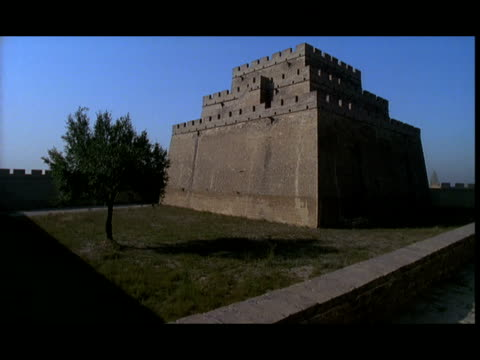 ms, ancient building and great wall of china, china - レターボックス点の映像素材/bロール