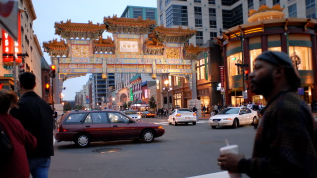 t/l ws ancient chinatown gate and busy street at dusk, san francisco, california, usa - chinatown stock videos & royalty-free footage