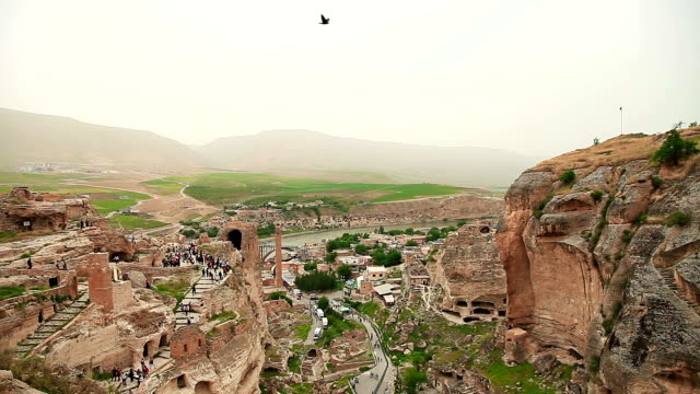 vidéos et rushes de hd: ville ancienne hasankeyf - turc
