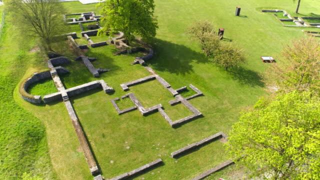 vídeos de stock, filmes e b-roll de antigo forte abusina no viaduto eining - arqueologia