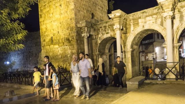 Antikes Tor des römischen Kaisers Adrian im Stadtzentrum von Antalya, Türkei
