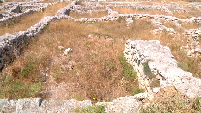 ancient greek settlment chersonesus founded in 6th century bce on black sea shore in modern crimea - old ruin stock videos & royalty-free footage