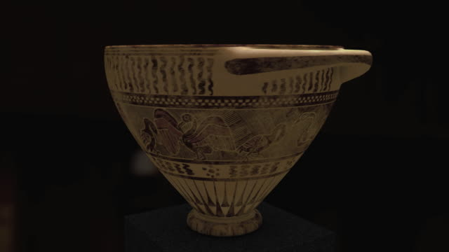 cu cs, ancient greek skyphos with corinthian-like painting of pelicans, griffins, and deer's, agia paraskevi, athens, greece - korinthisch stock-videos und b-roll-filmmaterial