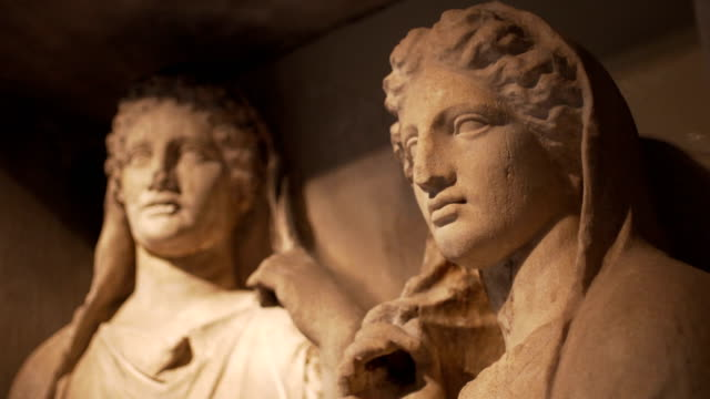 vídeos de stock, filmes e b-roll de ancient greek statues - grécia