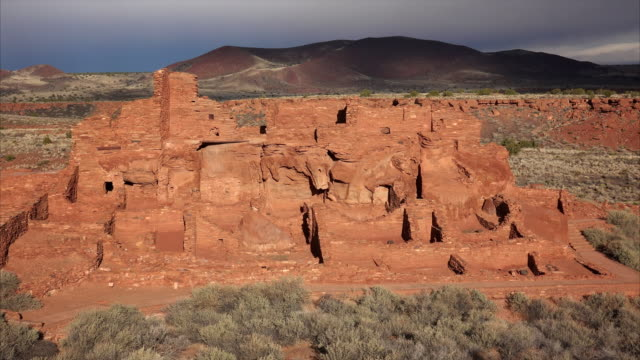 ancient indian pueblo at wupatki national monument - puebloan peoples stock videos & royalty-free footage