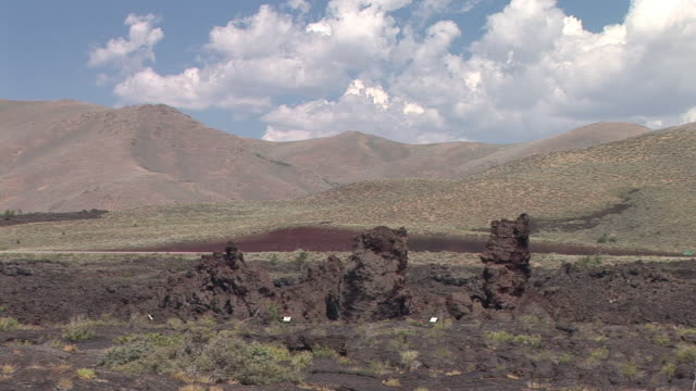 ms, ancient lava formations, craters of the moon national monument and preserve, idaho, usa - 痩せ地点の映像素材/bロール