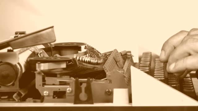 vídeos de stock, filmes e b-roll de hd: antiga trabalho de escritório - arcaico