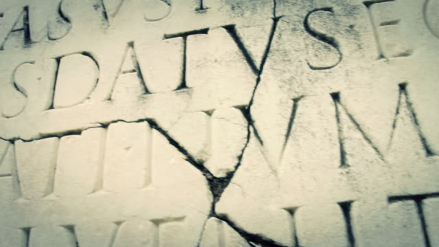 stockvideo's en b-roll-footage met ancient roman latin script panning - capital letter