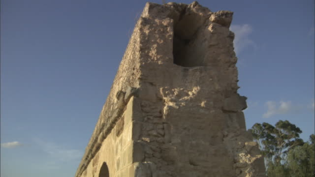 ms td ancient roman ruining in aqueduct / tunisia - aqueduct stock videos and b-roll footage