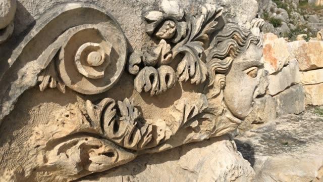 vídeos de stock, filmes e b-roll de antigas ruínas de myra - escultura