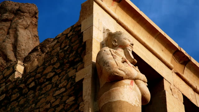 ancient sculpture from hatshepsut's temple egypt - valley of the kings stock videos & royalty-free footage