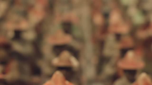 vídeos de stock e filmes b-roll de cu r/f ancient sculpture/xian,shaanxi,china - figura masculina