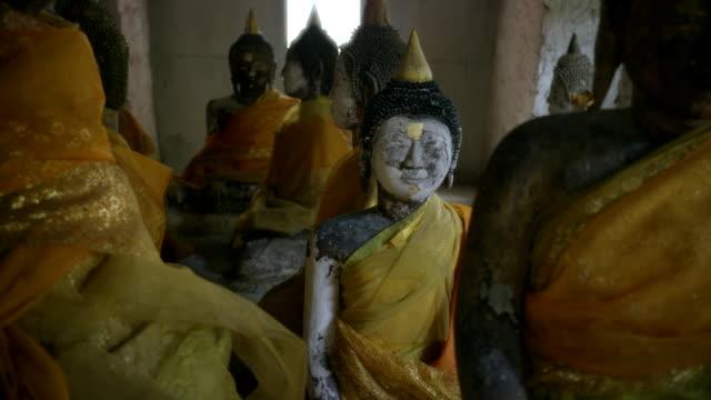 vidéos et rushes de ancient statues - groupe moyen d'objets