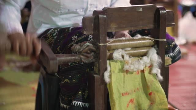 ancient thai weaving by hand - tradizione video stock e b–roll