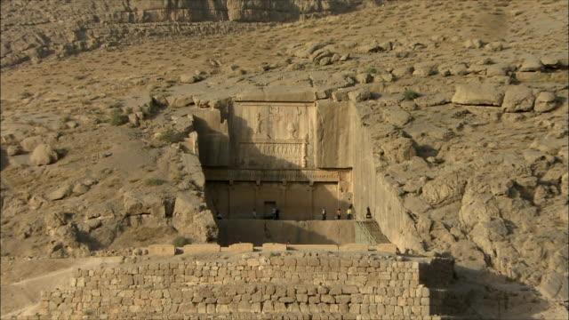 ws zo zi ancient tomb, persepolis, iran - old ruin stock videos & royalty-free footage