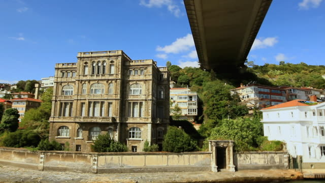 stockvideo's en b-roll-footage met ds ancient water front building under the bosphorus bridge / istanbul, turkey - 15 juli martelaarsbrug