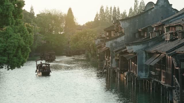 vidéos et rushes de ville antique d'eau de wuzhen, chine. - jardin classique