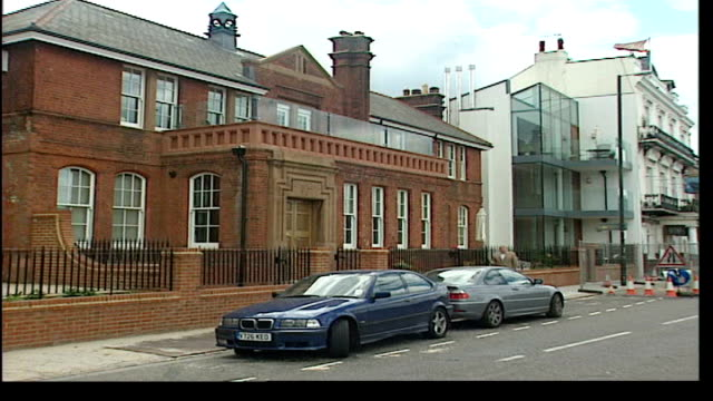 london's disappearing police stations itn england london w shot turning to colour of new scotland yard new scotland yard revolving sign i/c la cs... - 警視庁点の映像素材/bロール