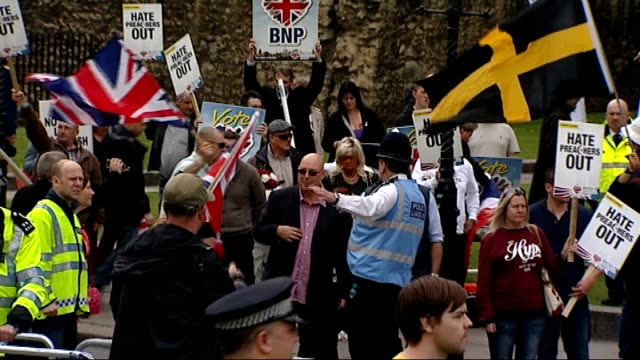 vídeos de stock, filmes e b-roll de bnp and antifascists clash in westminster england london westminster ext antifascist protesters running towards past police vehicles antifascist... - stop placa em inglês