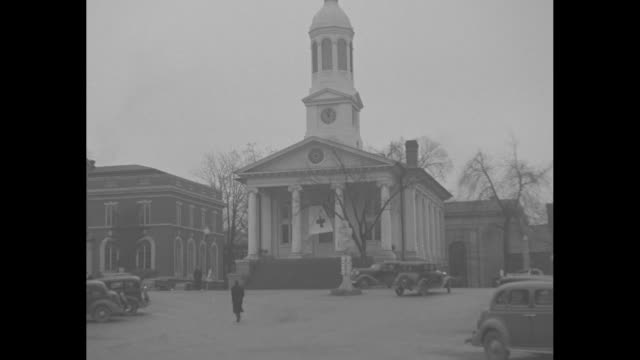 ms and closer shot warrenton virginia courthouse where wallis simpson obtained a divorce // edward viii inspects sailors on warship / [note film has... - 退位点の映像素材/bロール