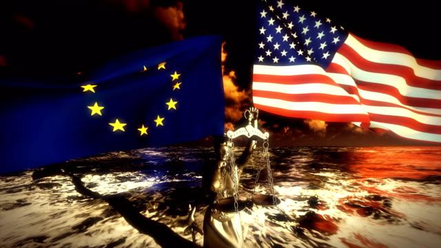 us- und eu-flaggen schwanken über die dame der gerechtigkeit - europäische kommission stock-videos und b-roll-filmmaterial