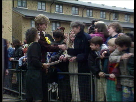 'and finally' princess of wales gives 'high five' england london southwark ms princess of wales on walkabout as shaking hands with crowd pull out pan... - kissing hand stock videos & royalty-free footage