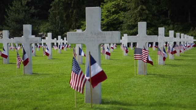 and french flags flutter at the graves of u.s. soldiers, most of them killed in the world war i battle of belleau wood, at the aisne-marne american... - war stock-videos und b-roll-filmmaterial