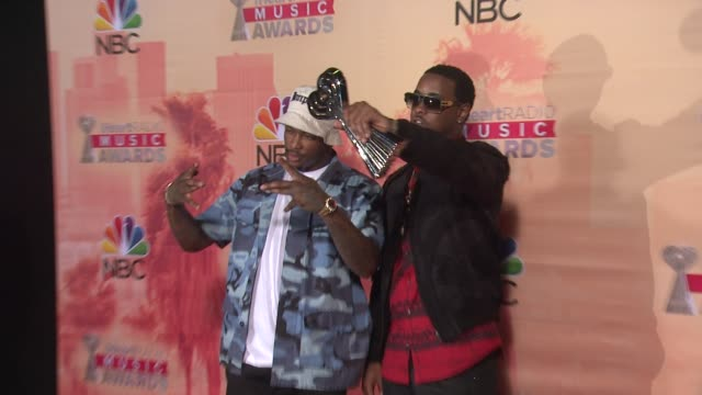 vídeos de stock, filmes e b-roll de yg and jeremih at the 2015 iheartradio music awards press room at the shrine auditorium on march 29 2015 in los angeles california - shrine auditorium