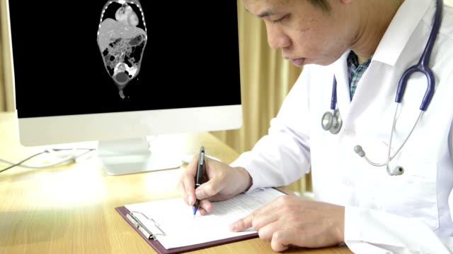 vídeos de stock, filmes e b-roll de gato e exame de ressonância magnética - rim humano