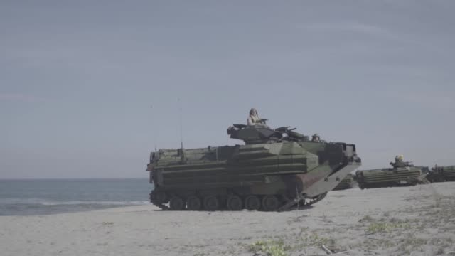 us and philippine marines conduct a beach landing with an assault amphibious vehicles during exercise balikatan at naval station leovigildo gantioqui... - isola di luzon video stock e b–roll