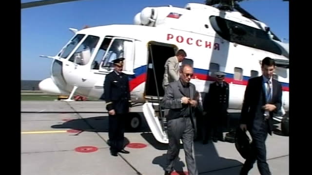 usa and russia in nuclear weapons row lib st petersburg strelna ext putin off helicopter and across runway towards car putin standing on balcony with... - wladimir putin stock-videos und b-roll-filmmaterial