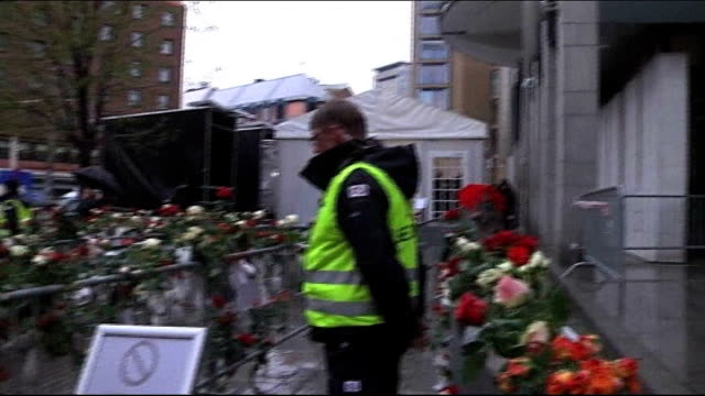 stockvideo's en b-roll-footage met anders behring breivik appears to show first signs of regret during trial ext flowers on barriers outside court close shot red roses wet with rain - anders behring breivik