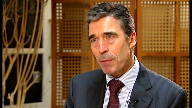 anders fogh rasmussen interview sot afghanistan: kandahar: ext reporter to camera soldier manning automatic weapon in open-top armoured vehicle as... - kandahar stock-videos und b-roll-filmmaterial