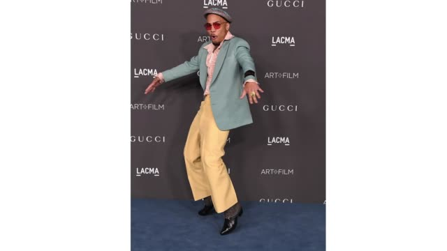 anderson .paak arrives at the lacma art + film gala presented by gucci on november 02, 2019 in los angeles, california. - ロサンゼルスカウンティ美術館点の映像素材/bロール