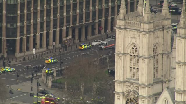 anderson report reviews mi5 investigations prior to uk terror attacks lib views / aerials emergency services outside parliament at scene of... - シティ・オブ・ウェストミンスター点の映像素材/bロール