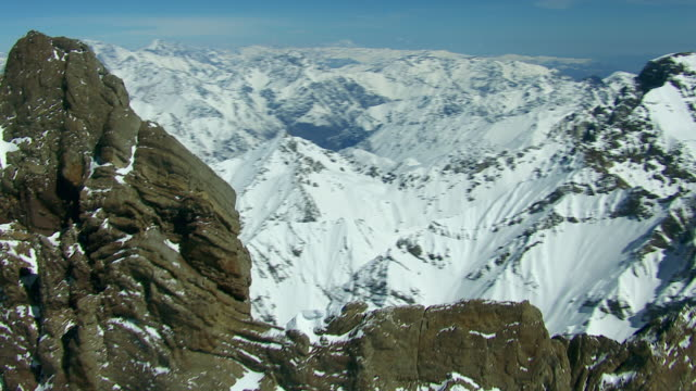 andes mountain vista with snowy peaks - zoom in stock videos & royalty-free footage