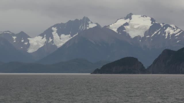 vídeos de stock, filmes e b-roll de andes mountains in patagonia - passear sem destino