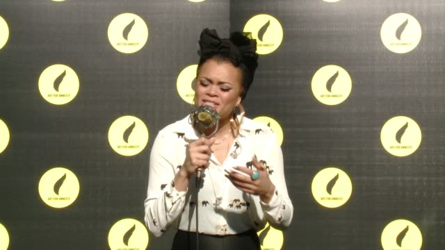 vídeos de stock e filmes b-roll de performance andra day at art for amnesty's pregolden globes recognition brunch in los angeles ca - prémio globo de ouro