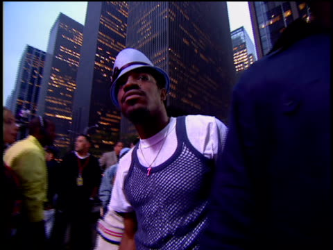 andre 3000 and killer mike are attending the 2002 mtv video music awards red carpet. - 2002 stock videos & royalty-free footage