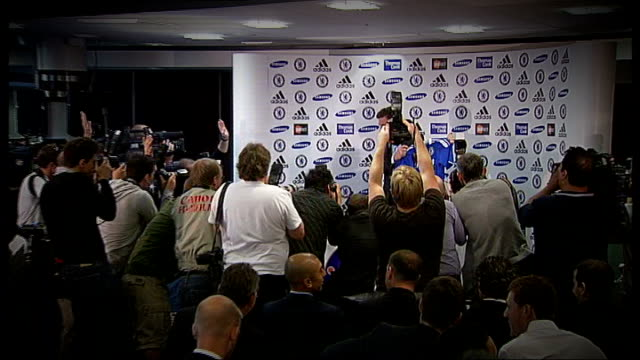 andre villasboas confirmed as new tottenham manager r29061105 / london stamford bridge photography ** various of andre villasboas holding up chelsea... - cobham surrey stock videos and b-roll footage
