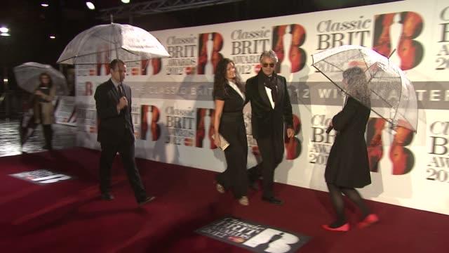 vidéos et rushes de andrea bocelli at classic brit awards at royal albert hall on october 2 2012 in london england - andrea bocelli