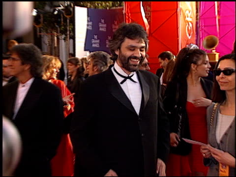 vidéos et rushes de andrea bocelli at the 1999 grammy awards at the shrine auditorium in los angeles california on february 24 1999 - andrea bocelli