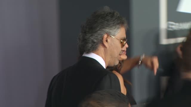 vidéos et rushes de andrea bocelli at the 52nd annual grammy awards arrivals part 2 at los angeles ca - andrea bocelli