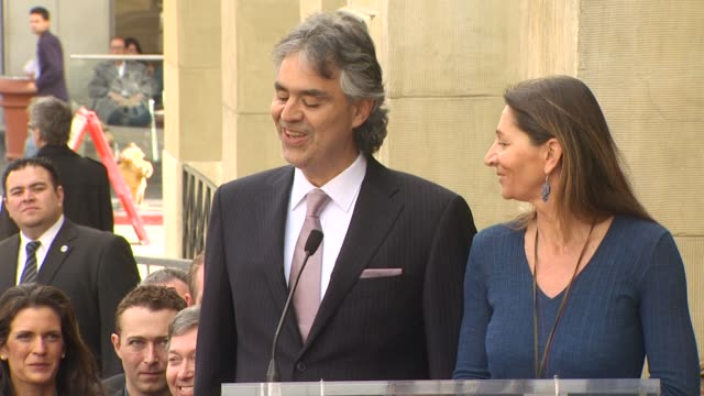 vidéos et rushes de andrea bocelli at the andrea bocelli honored with a star on the hollywood walk of fame at hollywood ca - andrea bocelli