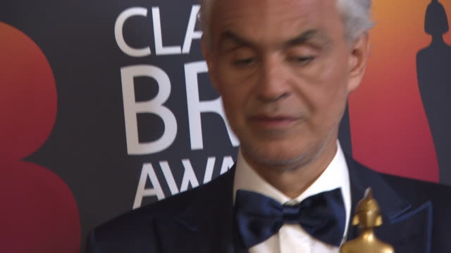 vidéos et rushes de andrea bocelli at the classic brit awards at royal albert hall on june 13 2018 in london england - andrea bocelli