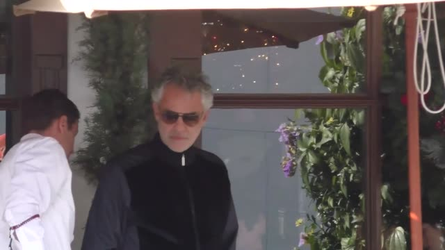 vidéos et rushes de andrea bocelli has lunch in beverly hills in celebrity sightings in los angeles - andrea bocelli