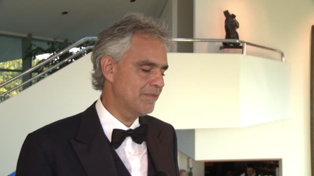 vidéos et rushes de interview andrea bocelli on the event working with the other performers what it meant for him to be part of the evening at alfred mann foundation's... - andrea bocelli