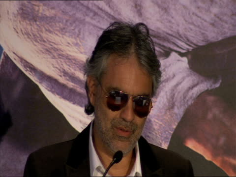 vidéos et rushes de andrea bocelli on what the story meant to him growing up at the a christmas carol press conference at london england - andrea bocelli